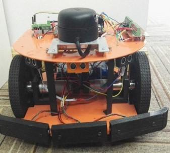 机器人小车正面
